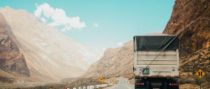 Comment conduire en toute sécurité à proximité de gros camions